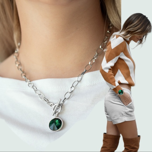paparazzi Jewelry - Green Gem and Silver Toggle Chain Necklace Set